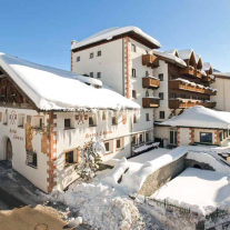 Kinderhotel Lowe 4* & Bar 4*S