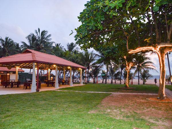 Paradise Beach Hotel пляж