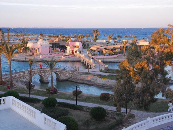 Golden Five Al Mas Palace территория