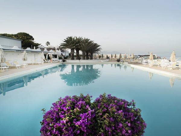 Circeo Park Hotel бассейн