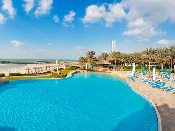 Coral Beach Resort Sharjah бассейн
