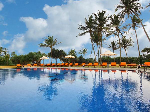 Kamili Beach Villa бассейн 1