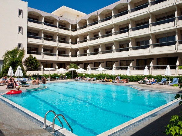 Lomeniz Hotel бассейн