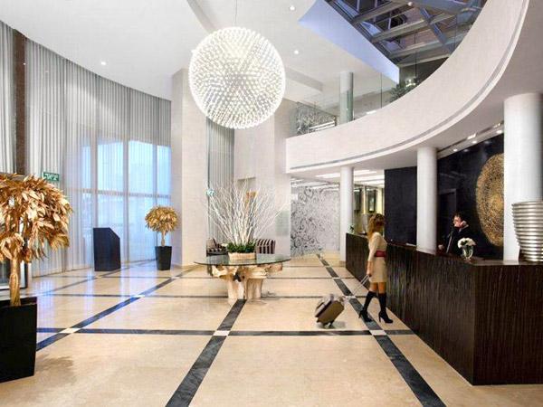 Ramada Hotel & Suites рецепция