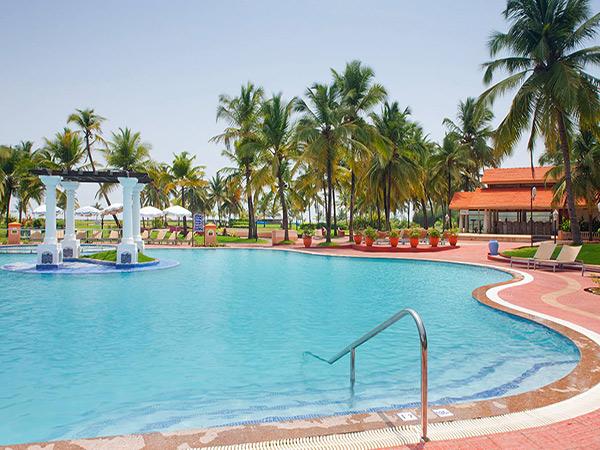 Holiday Inn Goa бассейн