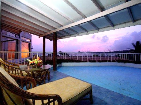 Cormoran Beach Hotel бассейн