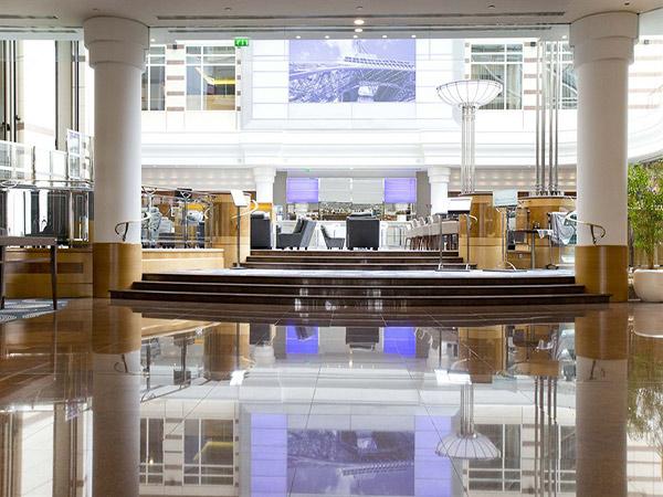 Hilton CDG лобби