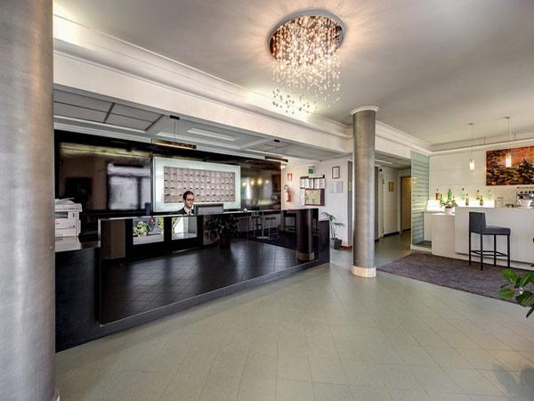 Alba Hotel Torre Maura рецепция