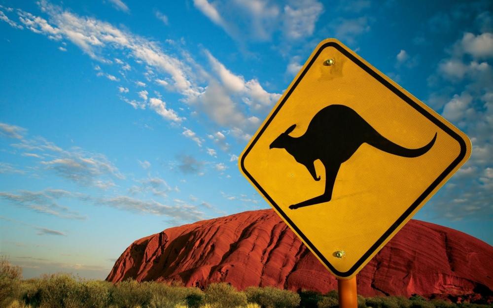 Гора Улуру и самый известный знак Австралии.