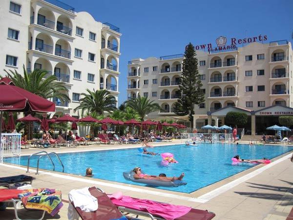 Crown Resorts Elamaris Apartments бассейн 1