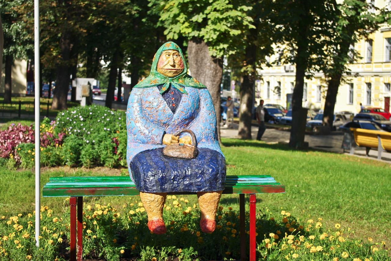 Бабушка на скамейке или Бабця класична