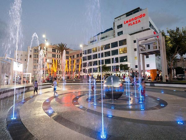 Leonardo Plaza фасад