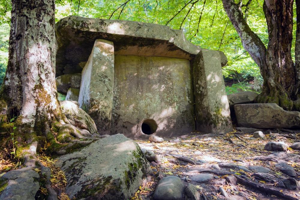 9382865-1000-1463137997-dolmen