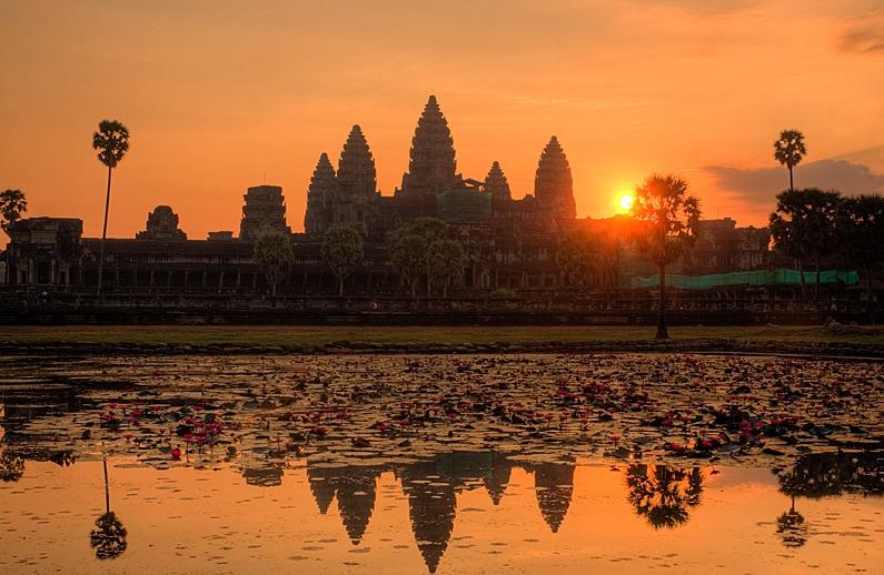zakaty.-Kambodzha.-Angkor.-Hram-Pnom-Bakheng