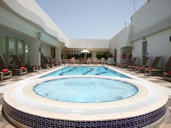 Al Maha Arjaan by Rotana бассейн