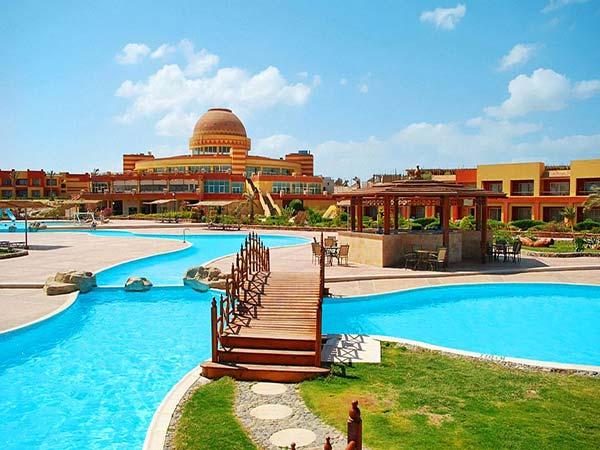 El Malikia Resort Abu Dabbab бар