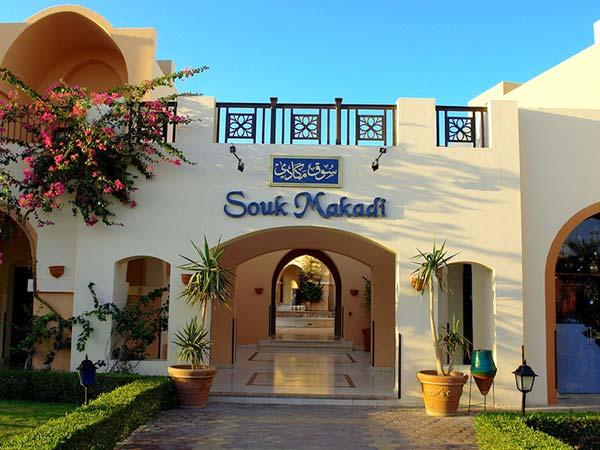 Отель расположен в 200 м от побережья красного моря в бухте макади