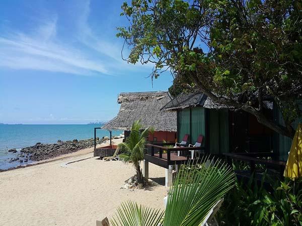 Sunset Village Beach Resort пляж