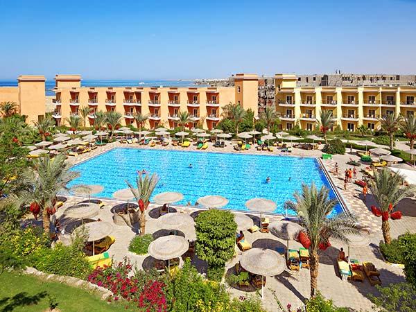 The Three Corners Sunny Beach Resort бассейн