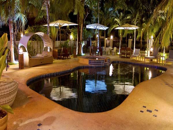 Vantage Resort бассейн