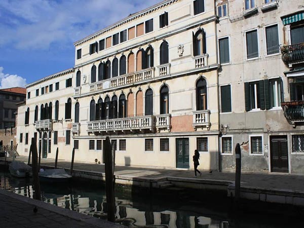Casa Caburlotto фасад