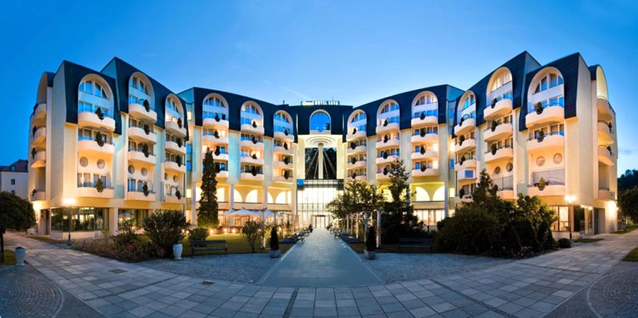 Grand Hotel Sava 4*. Фасад