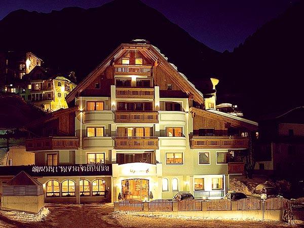 Alpenhof 4*. Фасад