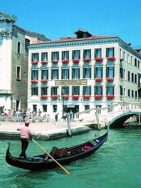 Metropole Venezia 5*. Фасад