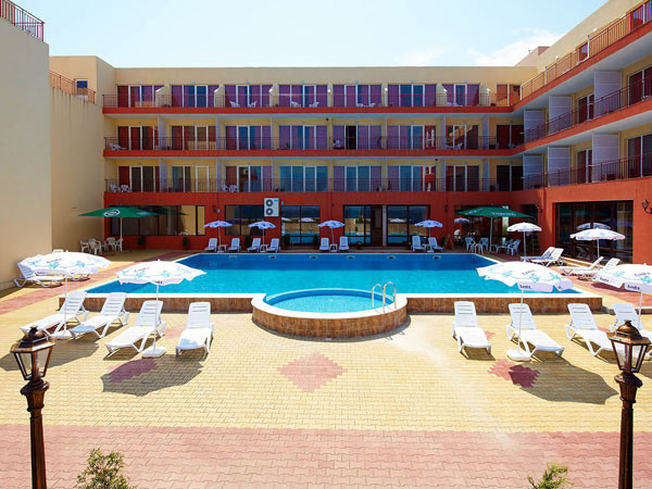 Interhotel Pomorie Relax 3*. Фасад
