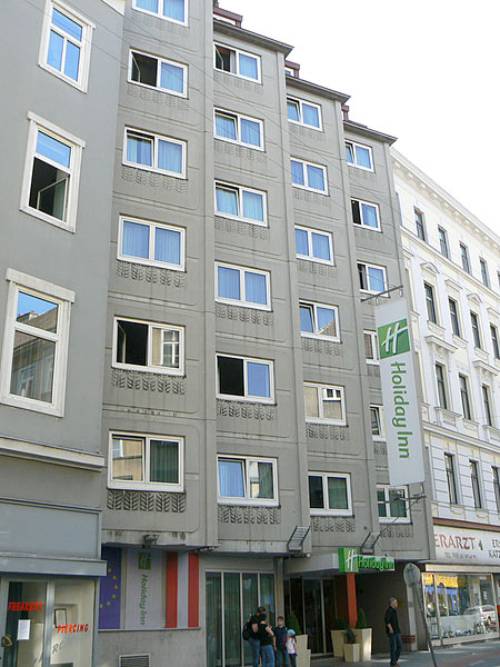 Holiday Inn Vienna City 4*. Фасад