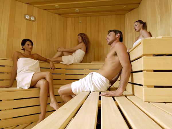 zakazali-parney-v-saunu