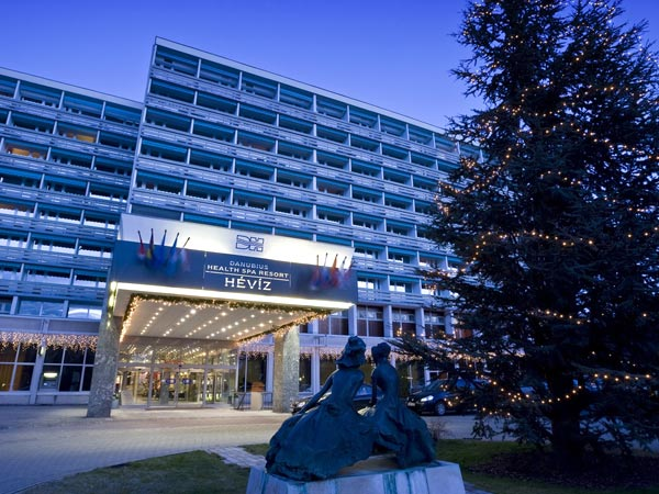Danubius Health Spa Resort Heviz 4*. Фасад