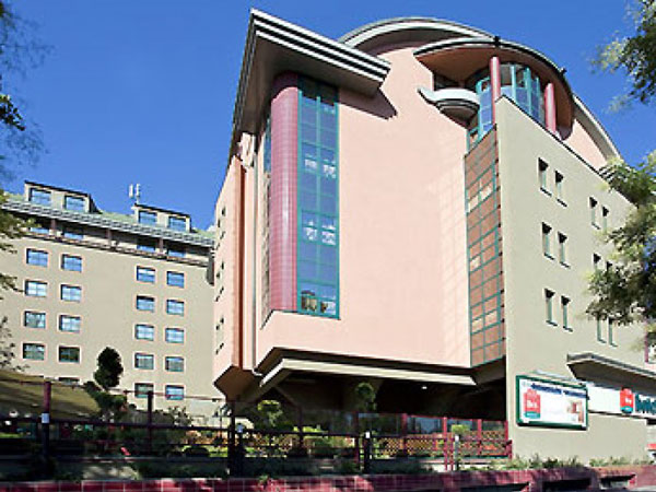 Ibis Budapest Heroes Square 3*. Фасад