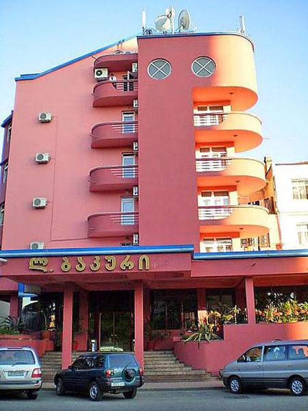 L-Bakuri 3*. Фасад
