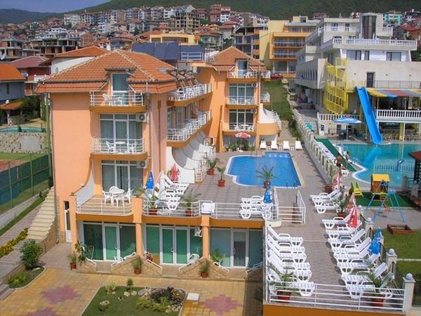 Santorini 3*. Фасад